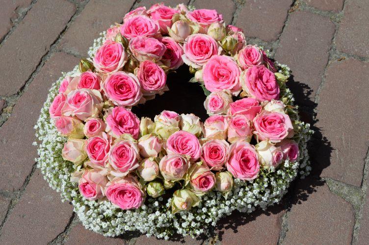 hart-roosjes-bloemstuk-afscheidsbloemstuk