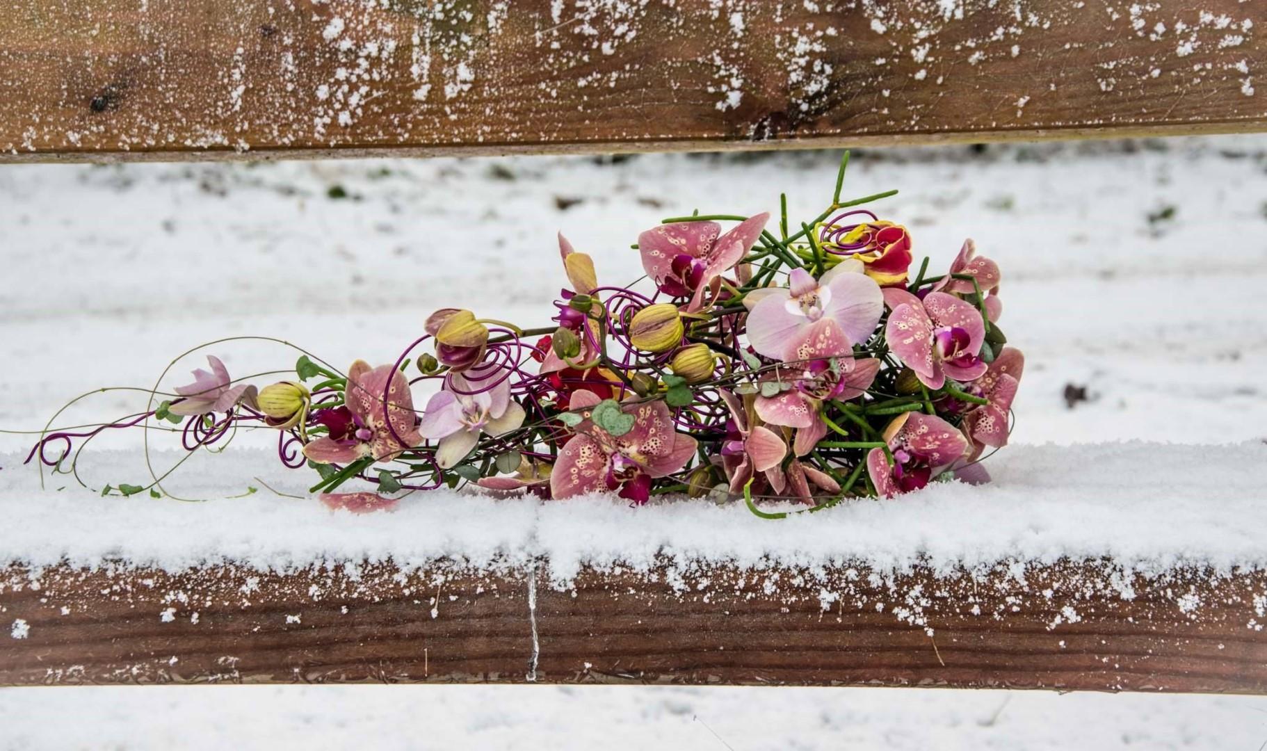 Bruidsboeket-bijzonder-winter-bruiloft-drenthe-orchidee-kleurrijk