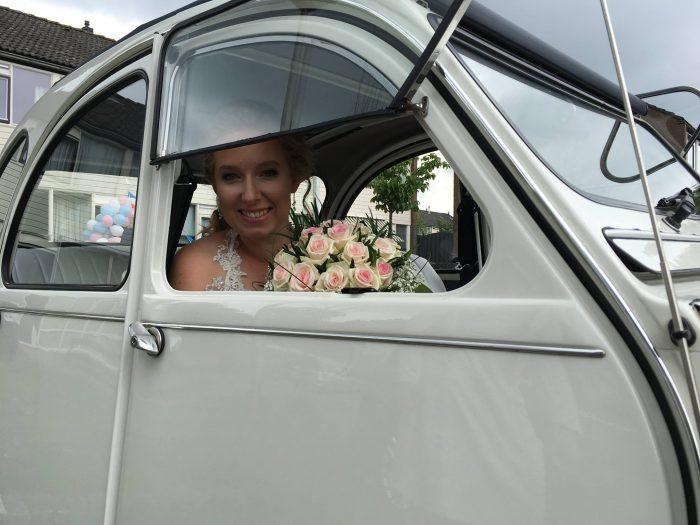 auto-trouwauto-bloemen-bruiloft-trouwen-biedermeier