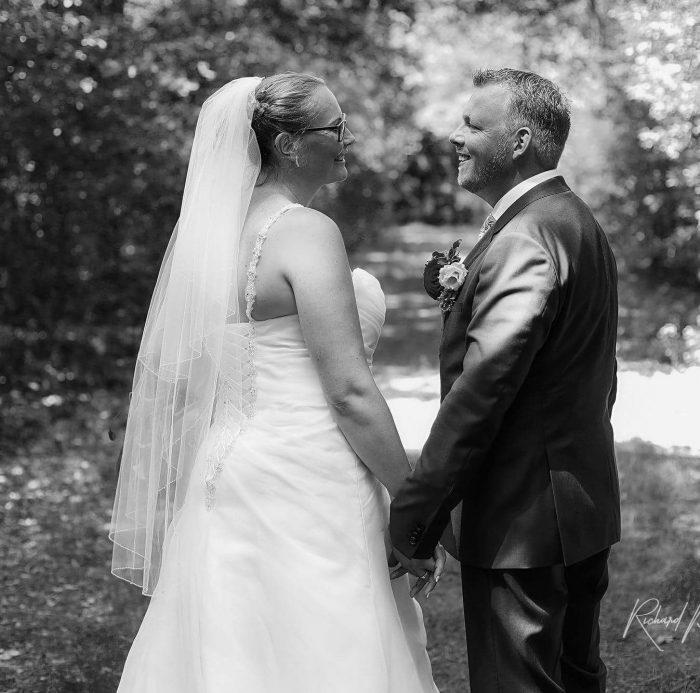 bruidsboeket-gloriosa-buinen-bloemist-trouwjurk