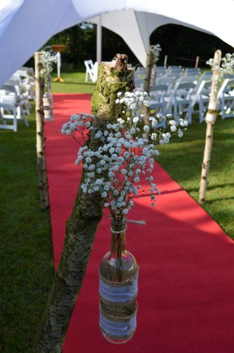 bruidsboeket-gloriosa-buinen-bloemist-trouwjurk-trouwen-op-locatie-fles-gipskruid-locatie-aankleding