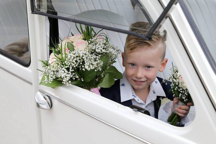 bruidsjonker-kindercorsage-bruidsbloemen