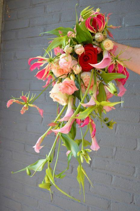 bruiloft-buinen-bruidsboeket-druppelmodel-bloemist-borger