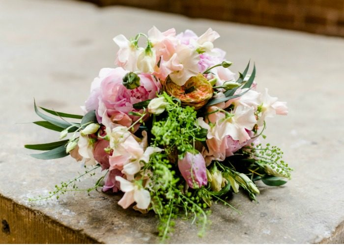 veldboeket-bruidsboeket-pioenrozen